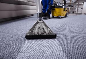 man-wet-vac-floor-cleaning